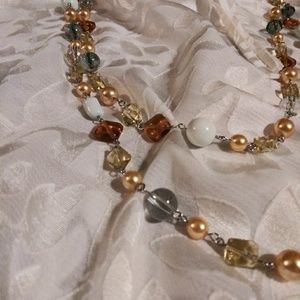 Jewelry - Vintage Two Tiered Bead and Lucite Necklace